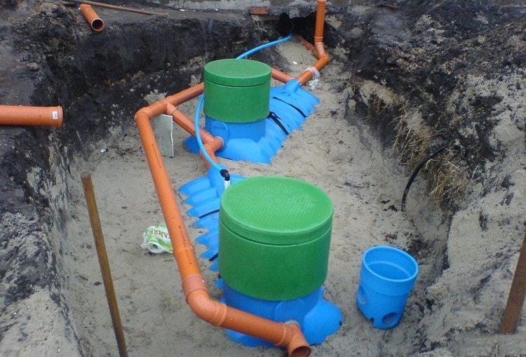 На какую глубину закапывать канализационную трубу
