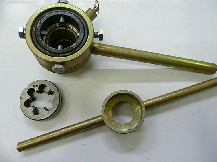 Инструмент для нарезки резьбы на трубах