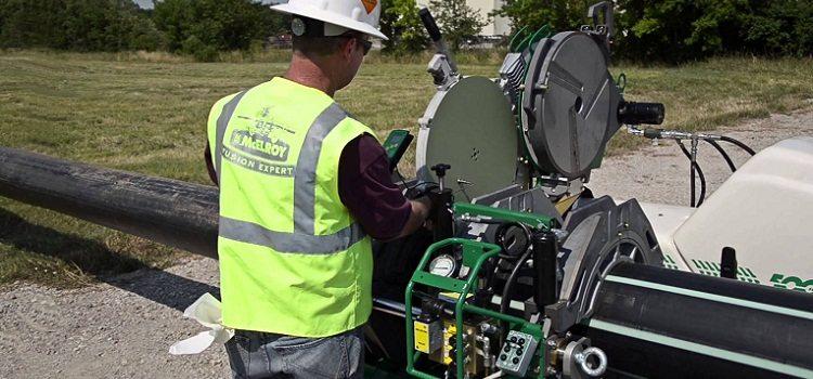 Монтаж трубы ПНД для водопровода