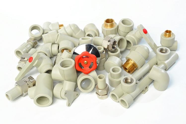 Фурнитура для пластиковых труб