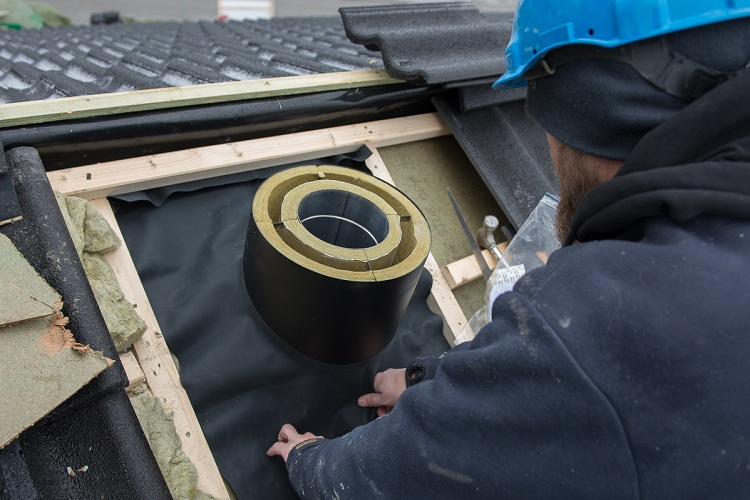 Герметизация печной трубы на крыше